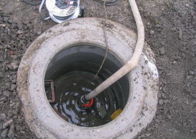 Ein Schacht mit Wasseranschluss